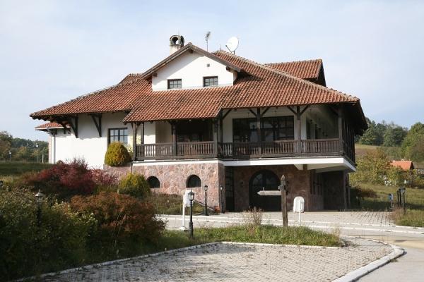 etno-kuca-u-kostunicima-bozidar-petrovic-47329B60C-FC55-0ED6-8A5A-0325D0A906F5.jpg